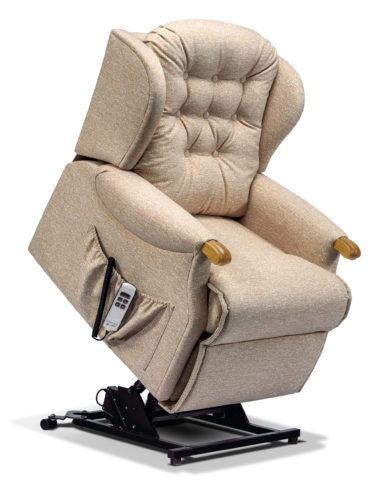 Lynton_Knuckle_Petite Recliner